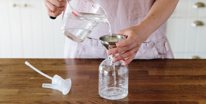 Cách tẩy vết băng dính trên đồ nhựa